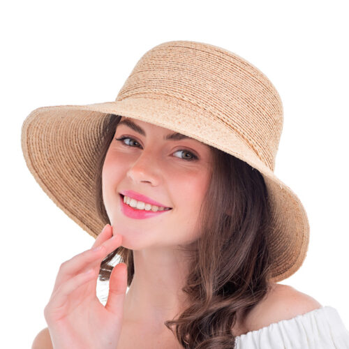 Летняя шляпа из рафии